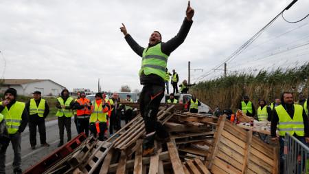"""Протест на """"жълтите жилетки"""" във Франция."""