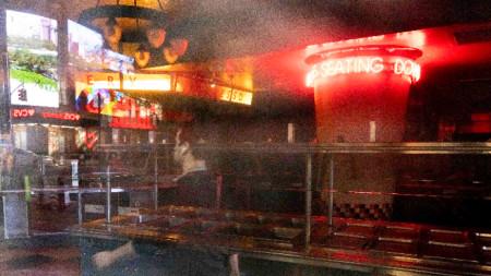 Затворен ресторант близо до Таймс Скуеър в Ню Йорк, 13 октомври 2020 г. Според скорошно проучване на Нюйоркската асоциация на ресторантите, около две трети от ресторантите в Ню Йорк може да затворят за постоянно до началото на следващата година.