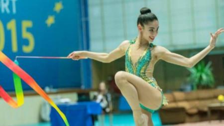 Ева Брезалиева с бронзов медал във финала с лента на турнира в Киев
