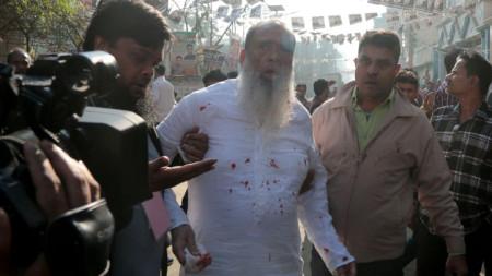 Салахудин Ахмед – кандидат на Националистическата партия на Бангладеш, кърви след пробождане в столицата Дака в изборния ден.