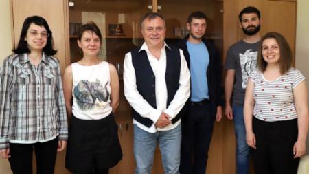 """""""Обучението в стажантска програма на БНР е възможност за осигуряване на приемственост между поколенията"""", заяви генералният директор на БНР Александър Велев (в средата) на срещата със стажантите."""