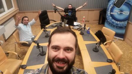 Селфи от първия ефир на екипа - Веско Димитров, Косьо Мравов и Лъчезар Вълев