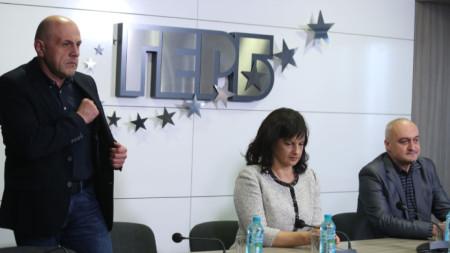Томислав Дончев, Даниела Дариткова и Цветомир Паунов на брифинг в централата на ГЕРБ след заседание на Изпълнителната комисия на партията.