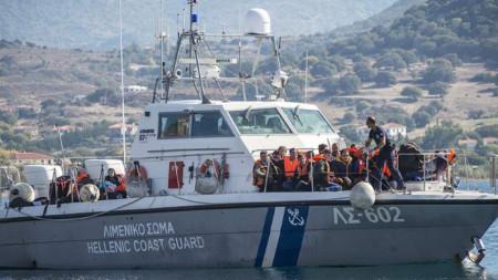 Шестимата ранени и оцелелите мигранти са настанени в болница на гръцкия остров Кос.