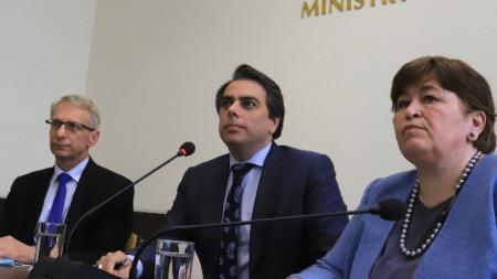 Министрите на финансите, на образованието и на туризма Асен Василев, Николай Денков и Стела Балтова на брифинг в Министерство на финансите.