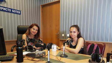 Ива Дойчинова и Десислава Андонова-Desy (вдясно)