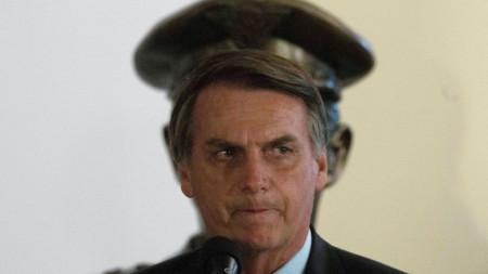 Новият президент на Бразилия Жаир Болсонаро говори на клетвата на министъра на отбраната.