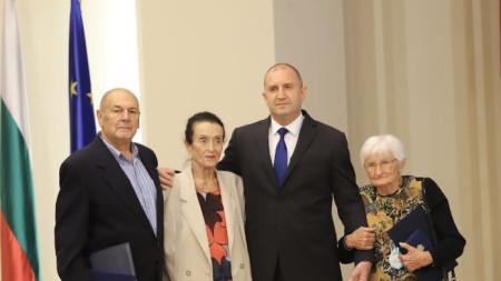 Румен Радев с отличените Иванка Антонова (вдясно), Олга Борисова и Димитър Манов