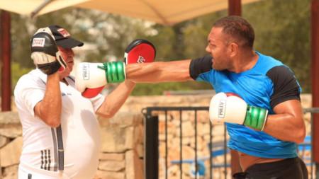 Кубрат по време на тренировка с Ули Вегнер.