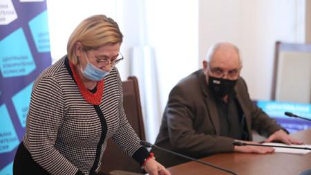 Говорителите на ЦИК Таня Цанева и Димитър Димитров