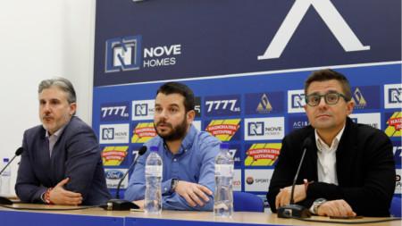 Павел Колев, Иван Христов и Андрей Арнаудов по време на пресконференцията.