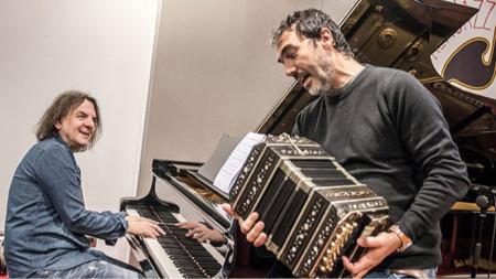 Кшищоф Кобилински (пиано) и Даниеле ди Буонавентура (бандонеон)