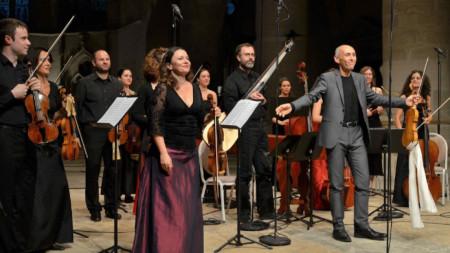 Искрена Йорданова и Divino Sospiro с диригент Енрико Онофри
