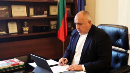 Премиерът Бойко Борисов по време на заседанието на Министерския съвет, което се проведе чрез видеоконферентна връзка.