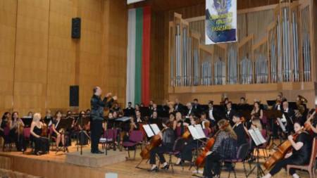 Симфоничен оркестър - Пазарджик с диригент Григор Паликаров