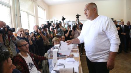 Бойко Борисов гласува на евроизборите в 78-о СОУ