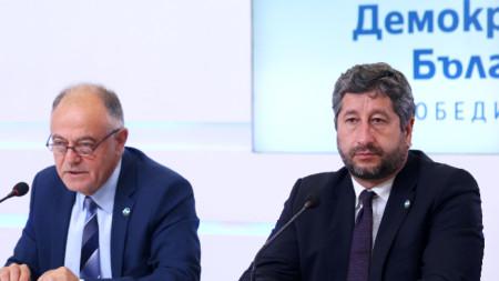 Лидерите на Демократична България дадоха извънредна пресконференция.