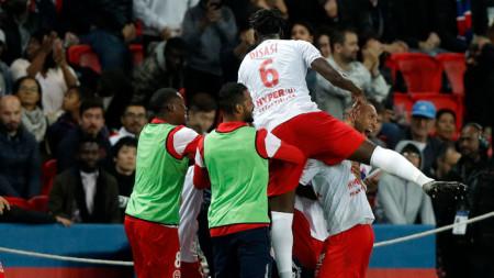 Играчите на Реймс ликуват след като отстраниха Страсбург