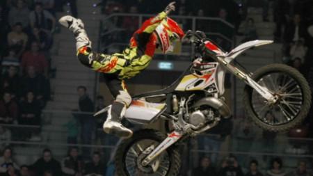 """Финалът на световния шампионат по мотокрос фристайл """"Вечерта на скоковете""""  със социална кауза"""