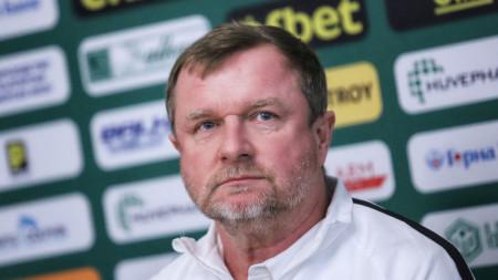 Павел Върбаще води утрешната тренировка на отбора.