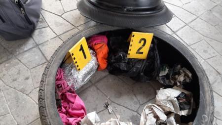Хероинът е бил скрит в резервната автомобилна гума.