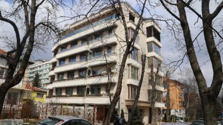 Сградата на улица