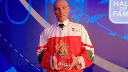 Константин Михайлов с наградата  Ричард  Ториани