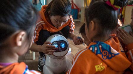 Роботчетата са високи 60 сантиметра и се използват вече в 600 детски градини.