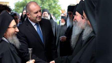 Румен Радев на срещата с духовното ръководство на Света гора.