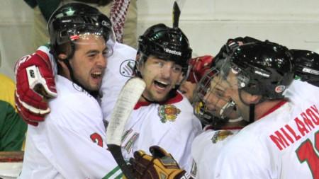 Трета поредна победа за българските хокеисти на Световното първенство в София