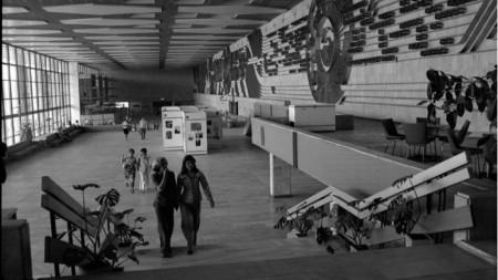 Фоайето на Централна железопътна гара през 1976 година