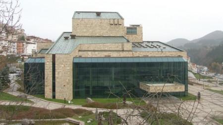 Сградата на Родопския драматичен театър, който изпробва нови форми на театрална комуникация с публиката