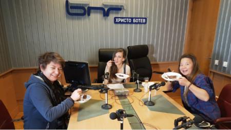 Тотка Дочева, Калина Станева и Ния Петрова (отляво надясно)