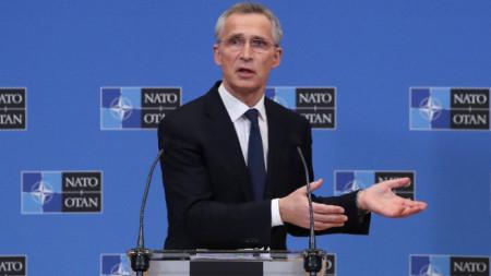Генералният секретар на НАТО Йенс Столтенберг провежда пресконференция по време на срещата на външните министри на НАТО в централата на Алианса в Брюксел, 23 март 2021 г.