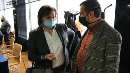 Корнелия Нинова в началото на консултациите в столичен хотел.