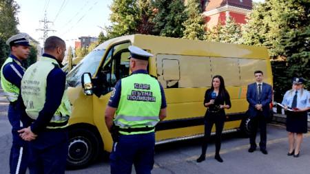 """До края на септември продължава съвместните проверки на Изпълнителна агенция """"Автомобилна администрация"""" и МВР на автобусите, превозващи деца и ученици."""