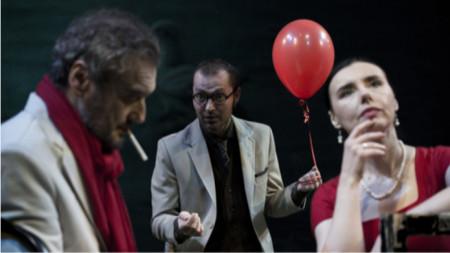 """Сцена от спектакъла """"Чайка"""" на Нина Николич, Македонски народен театър – Скопие"""