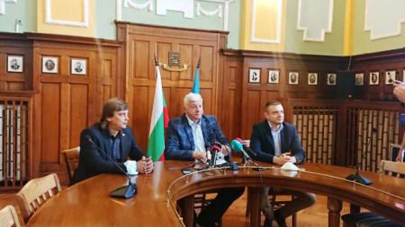 Димитър Георгиев, Здравко Димитров и Веселин Козарев /крайният вдясно/