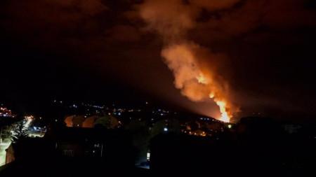 Пожар след експлозията във фабриката за боеприпаси в Чачак.