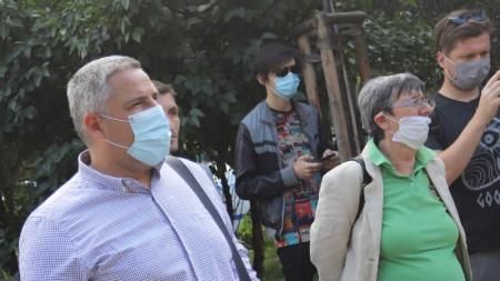 Членове и симпатизанти на Коалиция Демократична България протестират пред МВР, за да искат оставката на Младен Маринов