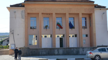 Сградата на читалището в Арчар преди ремонта
