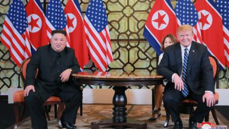 Доналд Тръмп и Ким Чен-ун на срещата им в Ханой.