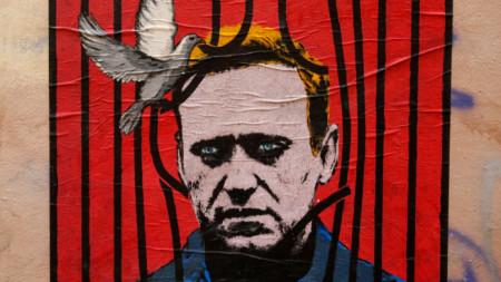 Стрийт арт с лика на Навални на уличка в Рим.