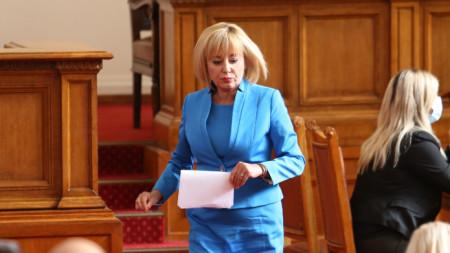 Мая Манолова в Народното събрание
