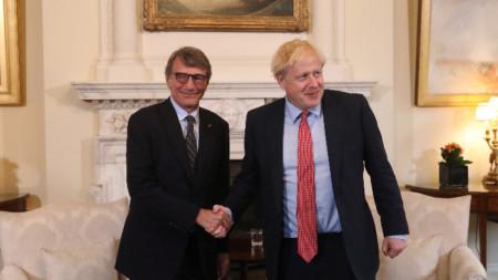 Председателят на Европейския парламент Давид Сасоли и британският премиер Борис Джонсън.