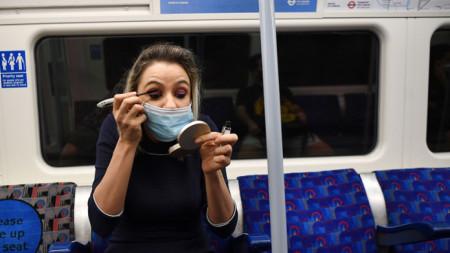 Не сваляйте маската, особено в затворени помещения и в градския транспорт