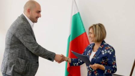 Doktor Ali Osman Ahmed ve Şumen Bölge Sağlık Müfettişliği Şefi dr. Pepa Kaloyanova.