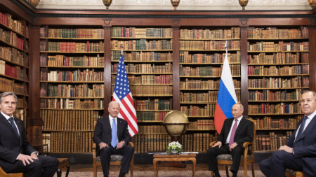 Президентът на САЩ Байдън и държавният секретар Блинкен на срещата с руският президент Путин и външният министър Лавров във вила La Grange, Женева, Швейцария, 16 юни 2021 г.