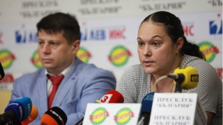 Златев и Неделчева по време на пресконференцията.