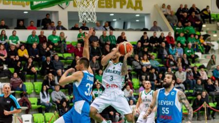 Балкан и Левски Лукойл са на различни позиции за завършека на първенството.